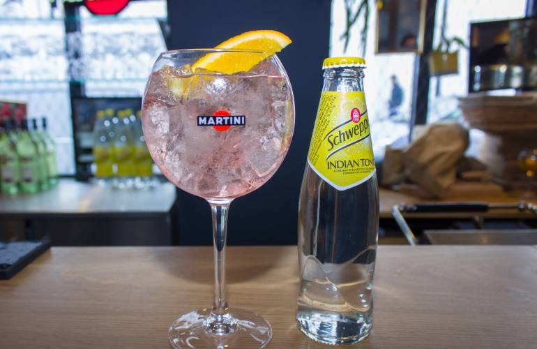 Cocktail le martini rosato schweppes tonic for Cocktail 7cl