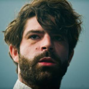 "<p id=""firstHeading"" class=""firstHeading"" lang=""en"">Yannis Philippakis, le chanteur des Foals</p>"