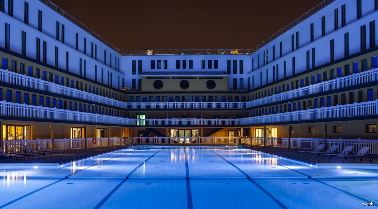 5 piscines pour nager la nuit paris for Piscine la piscine