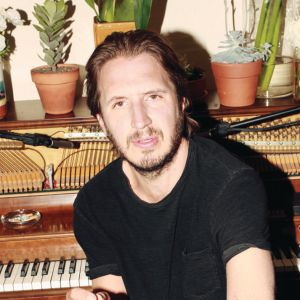 Interview d'Emile Haynie pour son album <em>We Fall</em>