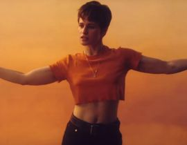 "Christine & The Queens offre un clip à ""Damn, dis moi"""