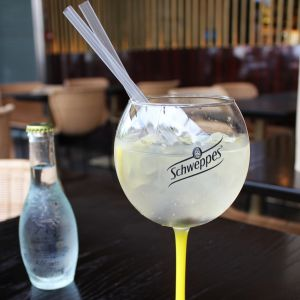 Le pop-up Schweppes sur la terrasse du Drugstore - Photo 2