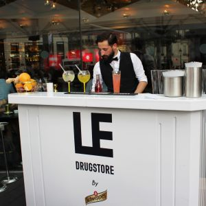 Le pop-up Schweppes sur la terrasse du Drugstore - Photo 4