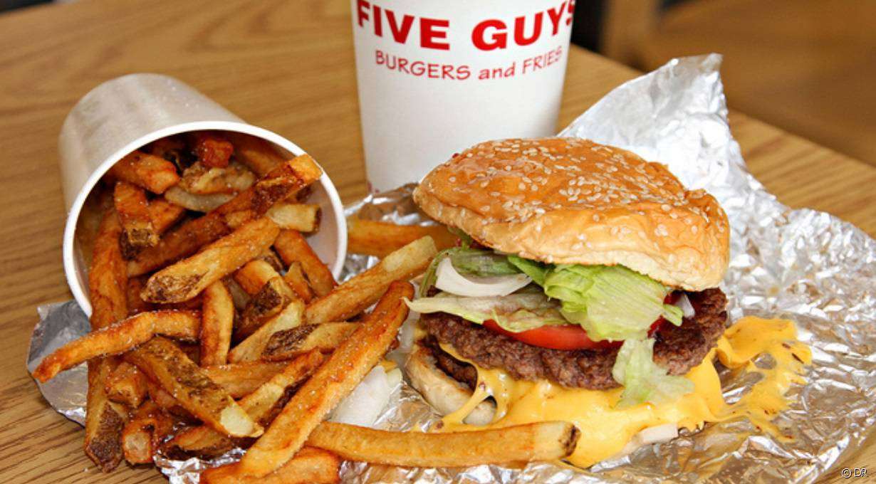 Les burgers du restaurant Five Guys.
