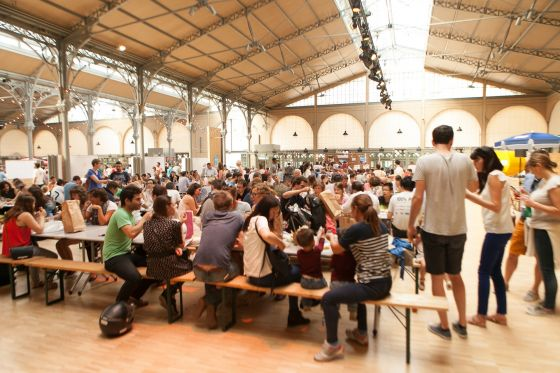 Les grandes tables du Street Food Temple au Carreau du Temple en 2014