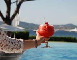 Recette : Bloom, le cocktail fruité du Kube Bar à Saint-Tropez