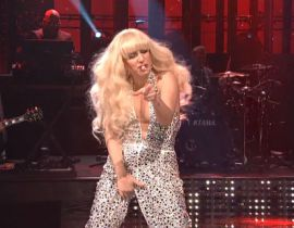 Lady Gaga fait le show au Saturday Night Live