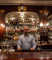 Le Night Flight Bar, un speakeasy caché au coeur de l'hôtel Bachaumont