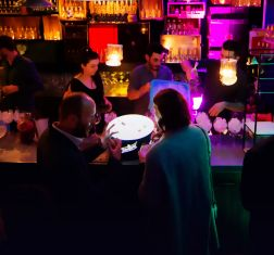 Paris Minuit : un sous-sol cachant un bar à cocktails/mini club